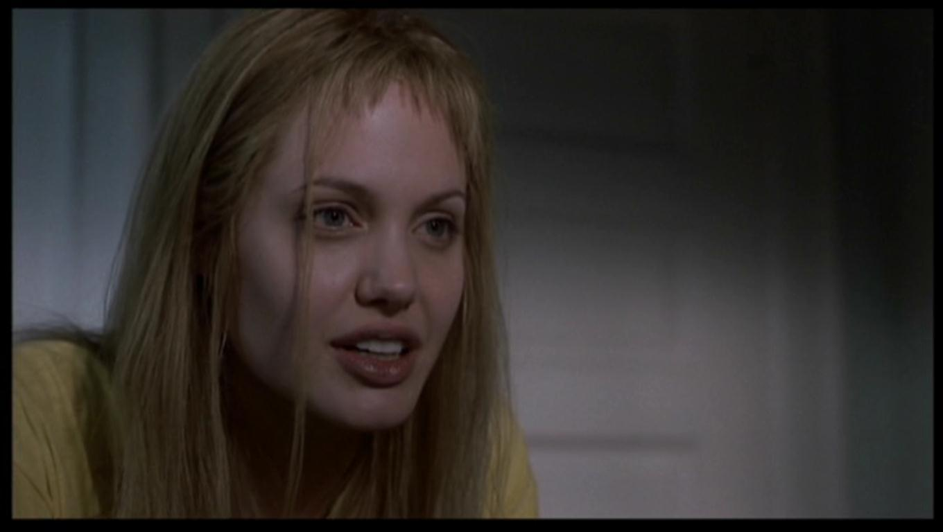 angelina-jolie-as-lisa-rowe-in-girl-interrupted-angelina-jolie-17410758-1360-768